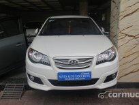 Cần bán gấp Hyundai Avante MT đời 2011, màu trắng đã đi 30000 km