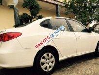 Cần bán xe Hyundai Avante MT sản xuất 2011, màu trắng, đã đi 62000 km