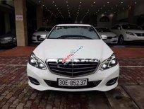 Cần bán Mercedes E200 đời 2013, màu trắng đẹp như mới