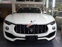 Cần bán xe Maserati Levante năm sản xuất 2017, màu trắng, xe nhập