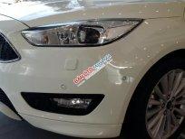 Sở hữu ngay Ford Focus Titanium đời 2018, màu trắng, chỉ cần 10 cọc lấy xe ngay, Sẵn xe giao ngay tháng 12