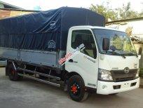 Bán ô tô tải thùng kín Hino 300 Series XZU720l đời 2018, màu trắng