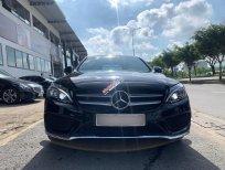 Chính chủ bán Mercedes C300 AMG model 2017, màu đen, chủ xe giữ gìn, giá tốt