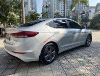 Cần bán gấp Hyundai Elantra AT năm sản xuất 2016, màu bạc