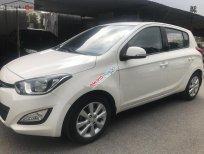 Cần bán Hyundai i20 1.4 AT đời 2013, màu trắng, nhập khẩu xe gia đình