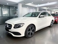 Bán Mercedes E180 2020 siêu lướt màu trắng, nội thất nâu giá cực tốt