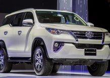 Bán xe Toyota Fortuner 2.4G AT Máy Dầu Số tự động 2020, màu đen, Giao Ngay