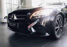Cần bán gấp Mercedes C200 đời 2019, màu đen như mới