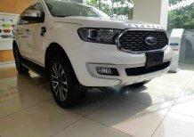 Bán xe Ford Everest Titanium 2 cầu máy dầu đời 2021 màu trắng giao ngay tại Bắc Giang, Hỗ trợ trả góp