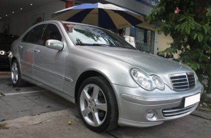 Bán xe Mercedes-Benz C240 2004, màu bạc
