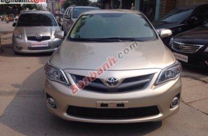 Cần bán Toyota Corolla altis đời 2011, màu vàng