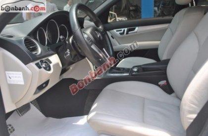 Xe Mercedes C300 AMG đời 2011, màu trắng, xe nhập