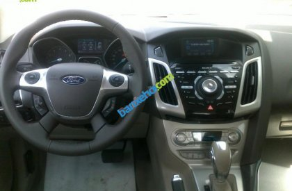 Cần bán xe Ford Focus 2.0AT đời 2016, màu xám, giá tốt
