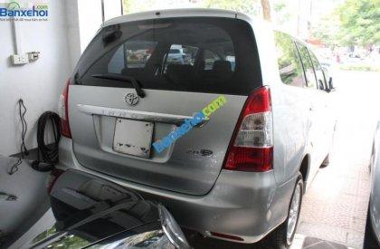 Cần bán xe Toyota Innova E 2013, màu bạc chính chủ, 715 triệu