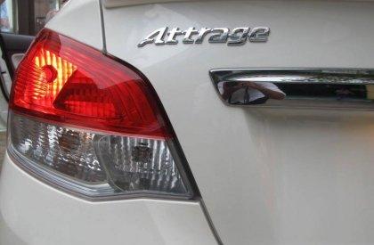 Attrage- lôi cuốn đến tận cùng xe màu trắng