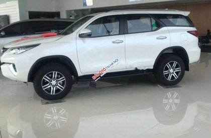 Bán xe Toyota Fortuner 2.4AT 2019, màu trắng