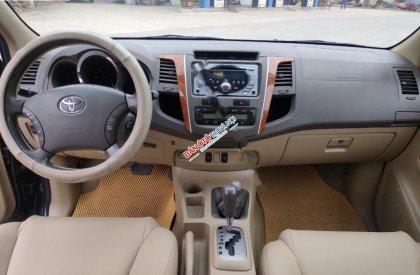 Bán Toyota Fortuner năm sản xuất 2010, màu đen như mới, giá tốt