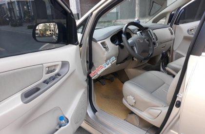 Bán Toyota Innova 2.0 E đời 2014, màu vàng số sàn