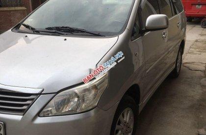 Cần bán xe Toyota Innova sản xuất 2013, màu bạc